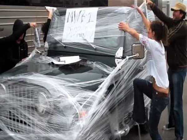 Dierks Bentley S Jeep Gets Wrapped As Part Of Prank Video
