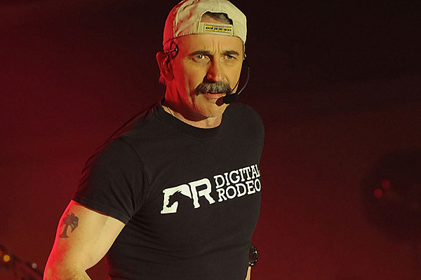 Plane Once Belonging To Aaron Tippin Crashes In Kansas