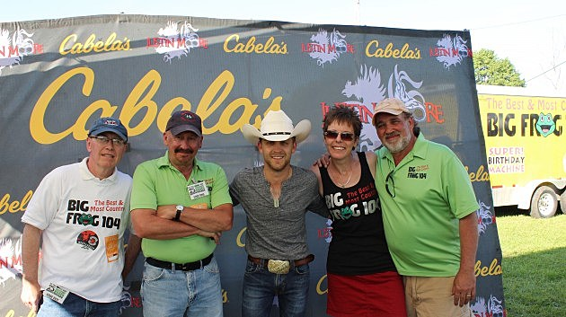 Justin Moore and Big Frog 104 Staff