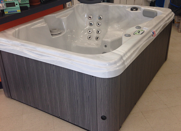 Beautiful new hot tub up for grabs at the guy 39 s expo for Pool and spa show 2016